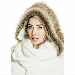 NWT Guess Hooded Scarf w/ Faux Fur Trim